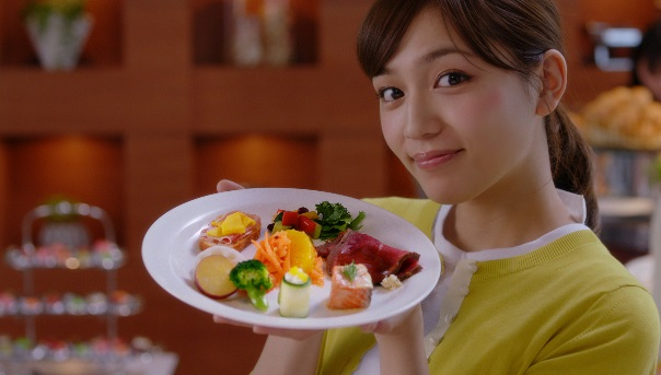 ヤクルト新CM『強く生きる:食事篇』